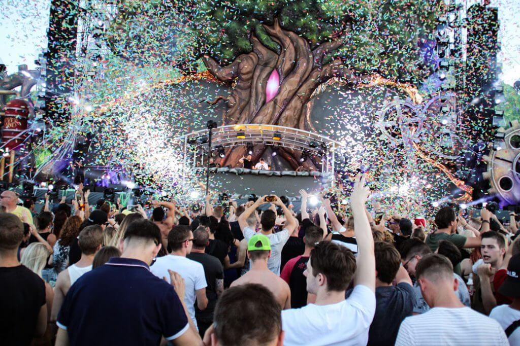 Neverland-2018-Mainstage-Konfetti-bunt