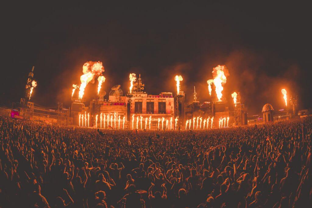 Parookaville-Bills-Factory-mit-Flammen