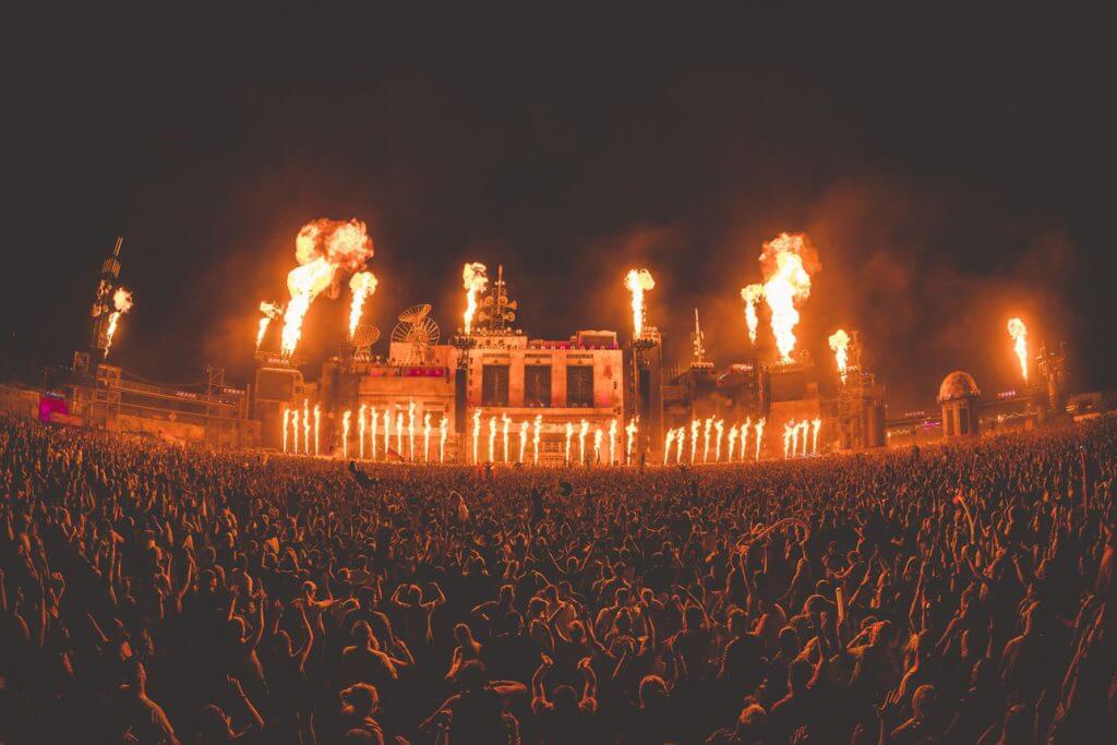 Parookaville-Bills-Factory-mit-Flammen