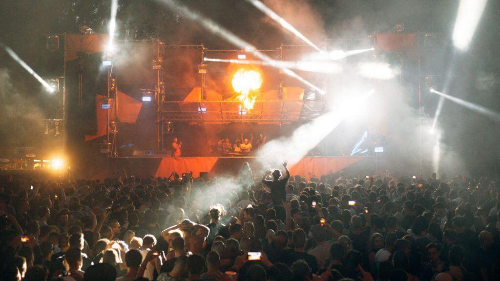 Pollerwiesen-Festival-stage-abends