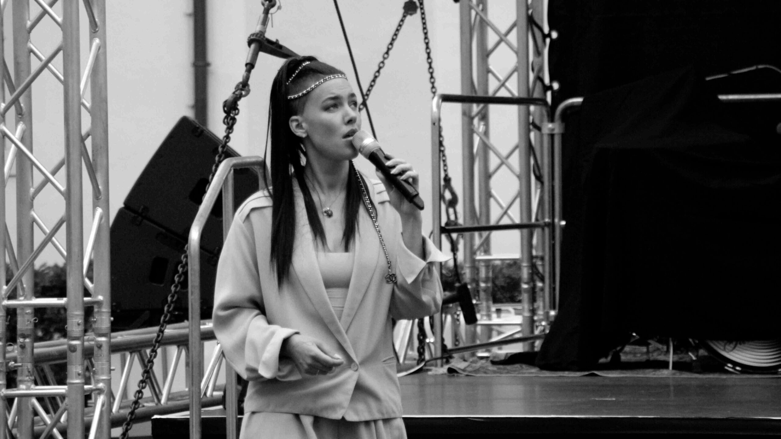 Auftakt: Courtyard Concerts mit Frida Gold